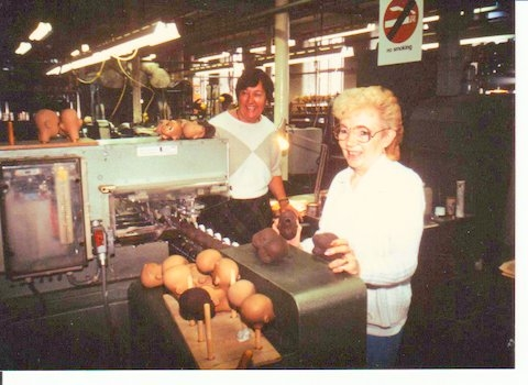 Brenda and Doreen Bell eye painter 1980s